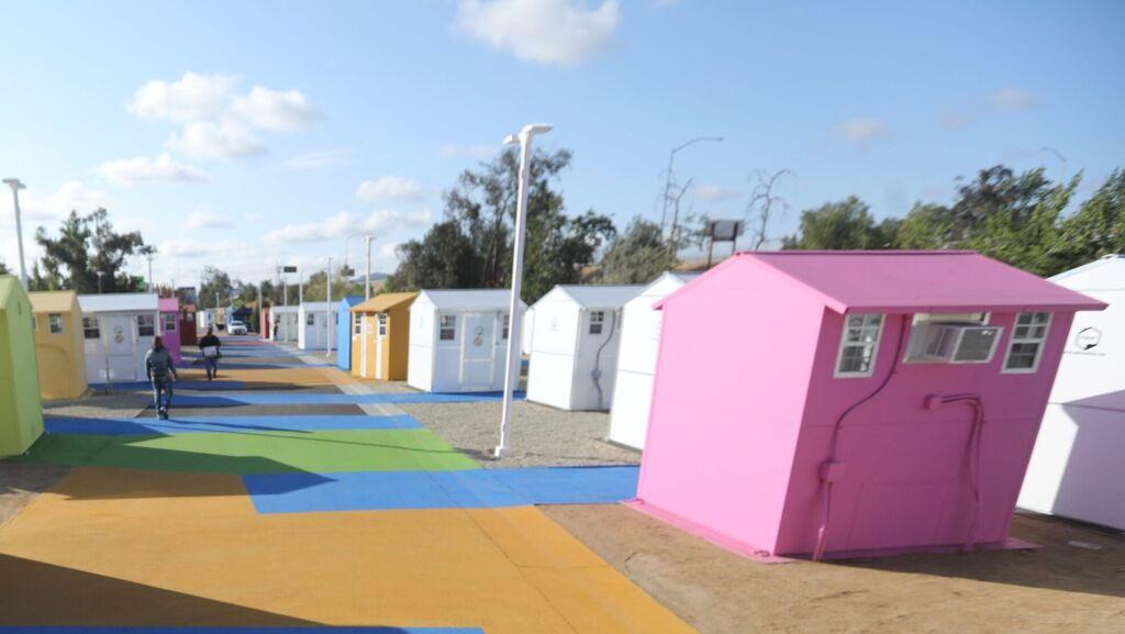 פתרון בתוך הקופסה: כפר של בתים זעירים להומלסים בלוס אנג'לס