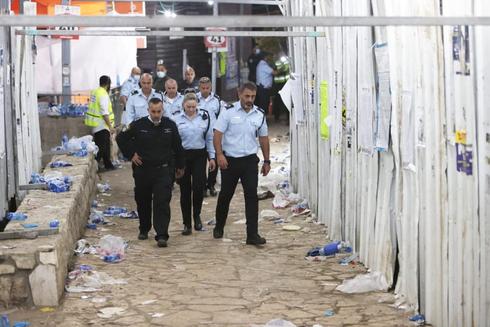שוטרים מסיירים בזירת האסון, הבוקר , גיל נחושתן