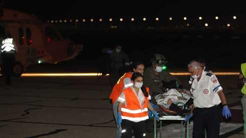 """פינוי פצועים לבית חולים רמב""""ם בעקבות האסון, צילום: אלעד גרשגורן"""