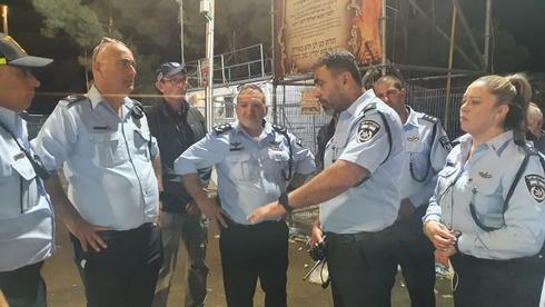 """המפכ""""ל קובי שבתאי בזירת האירוע , צילום: דוברות המשטרה"""