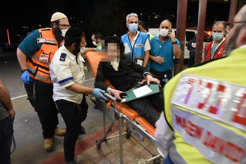 פינוי פצועים לבית החולים זיו, צילום: אביהו שפירא