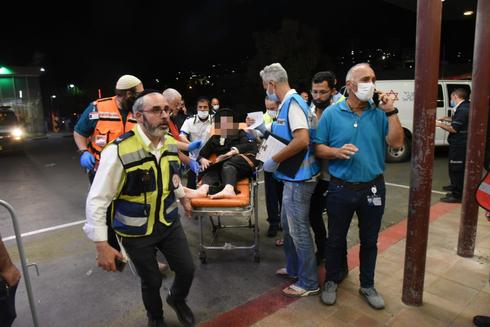 פינוי פצועים לבית החולים זיו , צילום: אביהו שפירא