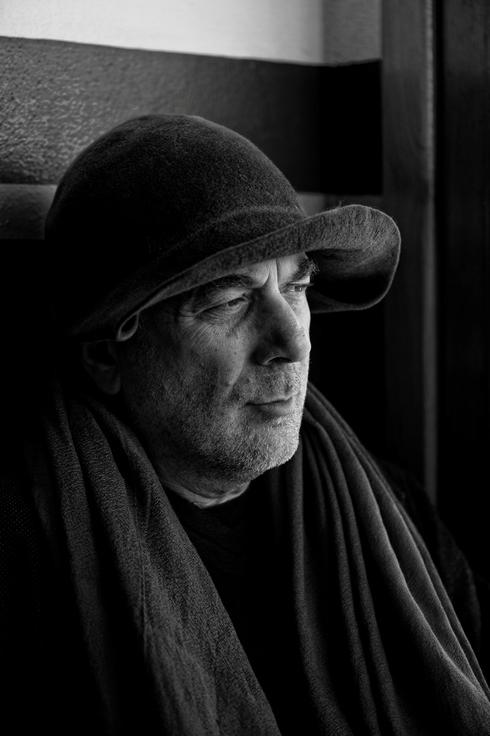 המעצב רון ארד פנאי, צילום: Asa Bruno