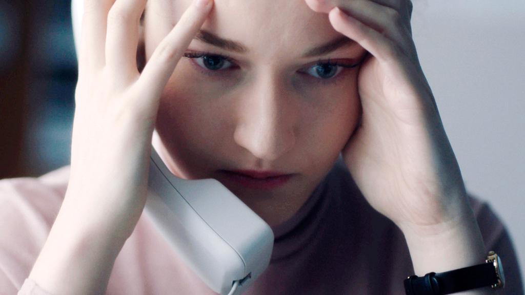 השחקנית ג'וליה גרנר מתוך הסרט עוזרת אישית פנאי