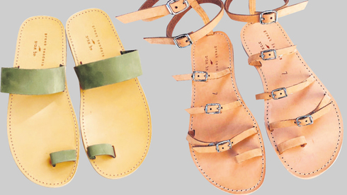 ב-Greek Sandals מייצרים סנדלים בשיטות המסורתיות