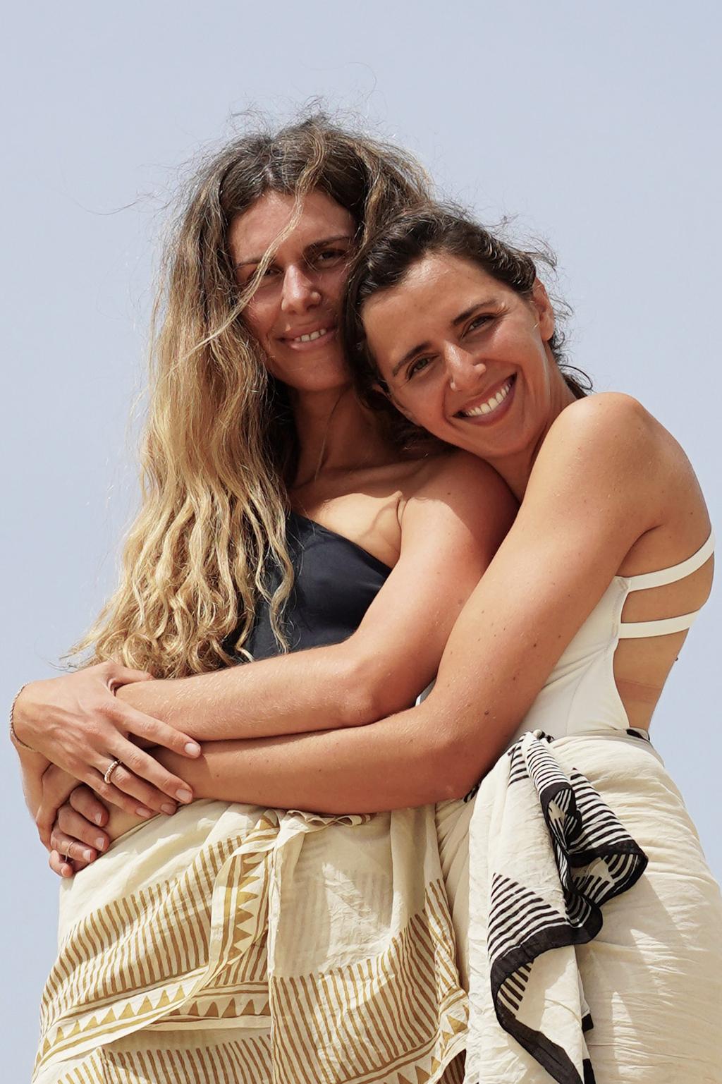 סלומה פקיאל דיין ו סנדרה קדוש זקהיים מותג ה סנדלים של Greek Sandals פנאי