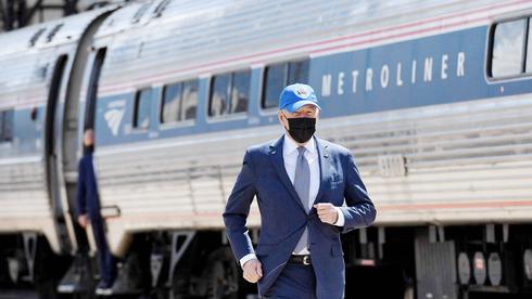 הנשיא ביידן בסוף השבוע, בטקס היובל של תחנת רכבת בפילדלפיה. נגד תלות בסין, צילום: איי אף פי