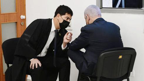מימין: ראש הממשלה בנימין נתניהו ועורך דינו עמית חדד, צילום: ראובן קסטרו
