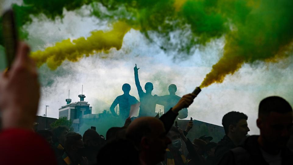צומת דרכים בכדורגל האנגלי, או זעם שיחלוף בקרוב?