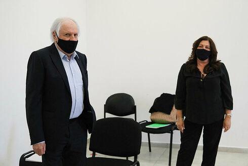 איריס ושאול אלוביץ בבית המשפט, יואב דודקביץ