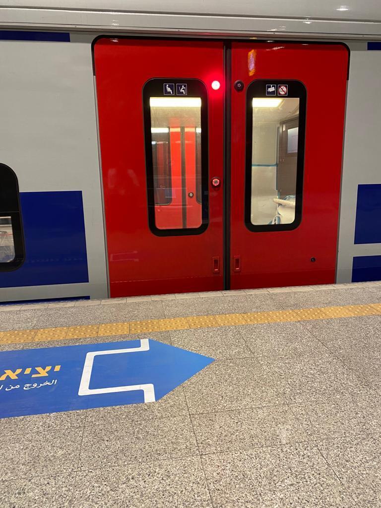 רכבת ישראל קרון של סימנס שנמוך מהרציף