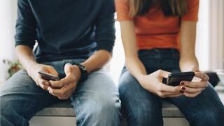 בני נוער התמכרות סלולר טלפון נייד