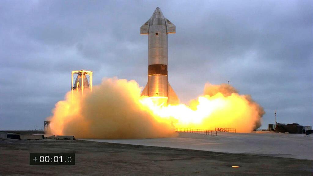 צפו: לראשונה - ספינת החלל של SpaceX נחתה ולא התפוצצה