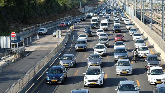 סובלים מפקקים? עוד 70 אלף כלי רכב בדרך לכבישים
