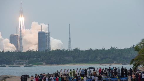 דיווח: רקטה סינית שיצאה משליטה צפויה להתרסק בכדור הארץ
