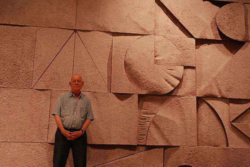 דני קרוון לפני הקיר בכנסת שיצר 6.11.2007