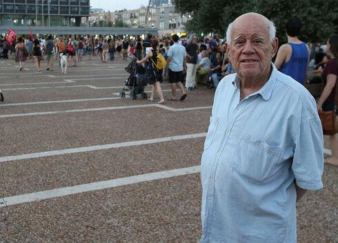 דני קרוון בתל אביב, שאול גולן