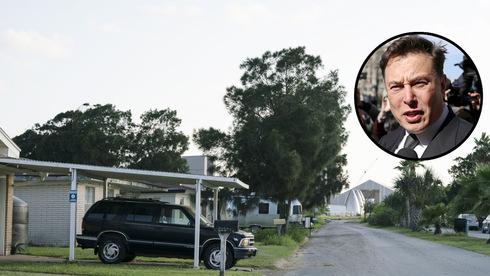 אלון מאסק על רקע רחוב בעיירה. המטרה: עיר בשליטה תאגידית מלאה, צילום: בלומברג, רויטרס