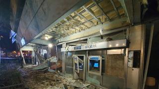 סניף בנק לאומי מחולון שנפגע מרקטה, ובינתיים הספיק כבר לעבור שיפוץ, צילום: אסף קמר