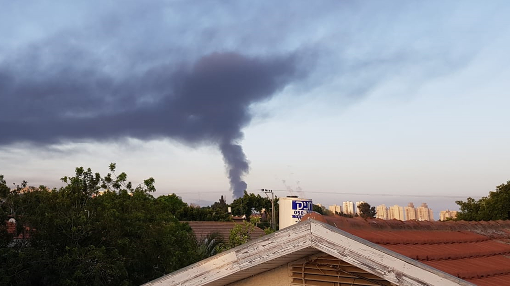 """זיהום אוויר באשקלון בעקבות השריפה במיכל תש""""ן 2"""