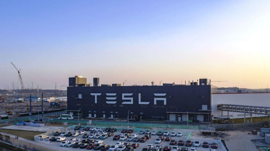 מפעל מכוניות טסלה שנגחאי סין
