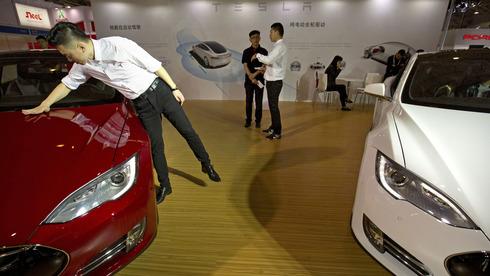 ירידה במכירות טסלה בסין באפריל, כשברקע ידיעות שליליות על החברה