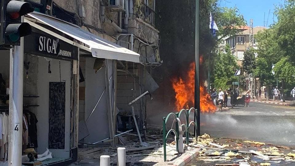 רמת גן נפילה פגיעה ישירה רקטה רקטות טיל טילים טרור חמאס מבצע שומר החומות 2 חדש