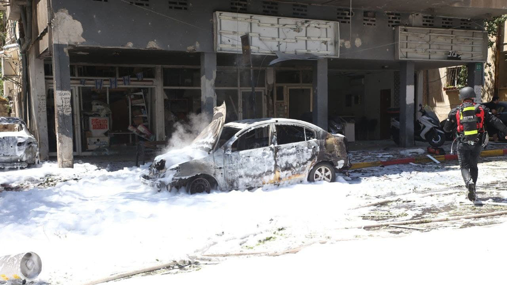 רמת גן נפילה פגיעה ישירה רקטה רקטות טיל טילים טרור חמאס מבצע שומר החומות 5
