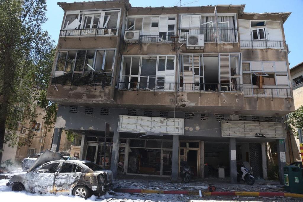 רמת גן נפילה פגיעה ישירה רקטה רקטות טיל טילים טרור חמאס מבצע שומר החומות 7