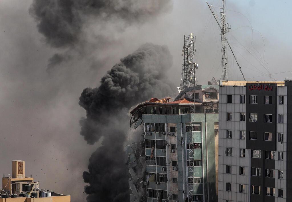 """מגדל אל-ג'לאא ב עזה שפוצץ על ידי צה""""ל"""
