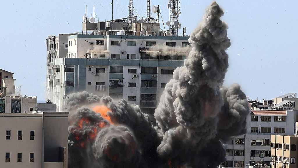 """מגדל אל-ג'לאא בעזה מופצץ ע""""י צה""""ל, AFP"""