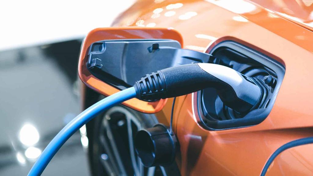 תעלומת הרכב החשמלי: מדוע הסוללות כל כך יקרות?