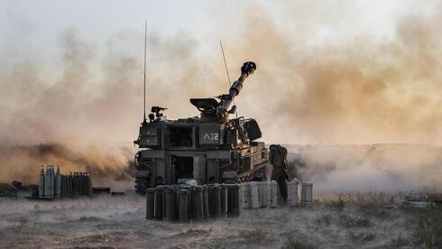 """כוחות צה""""ל בגבול רצועת עזה, AP"""