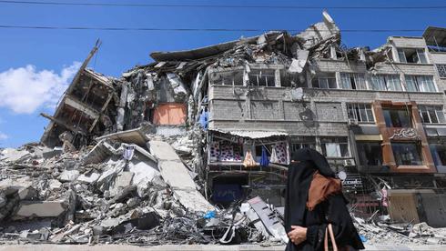 בניין בעזה שנהרס בהפצצת חיל האוויר , צילום: איי אף פי