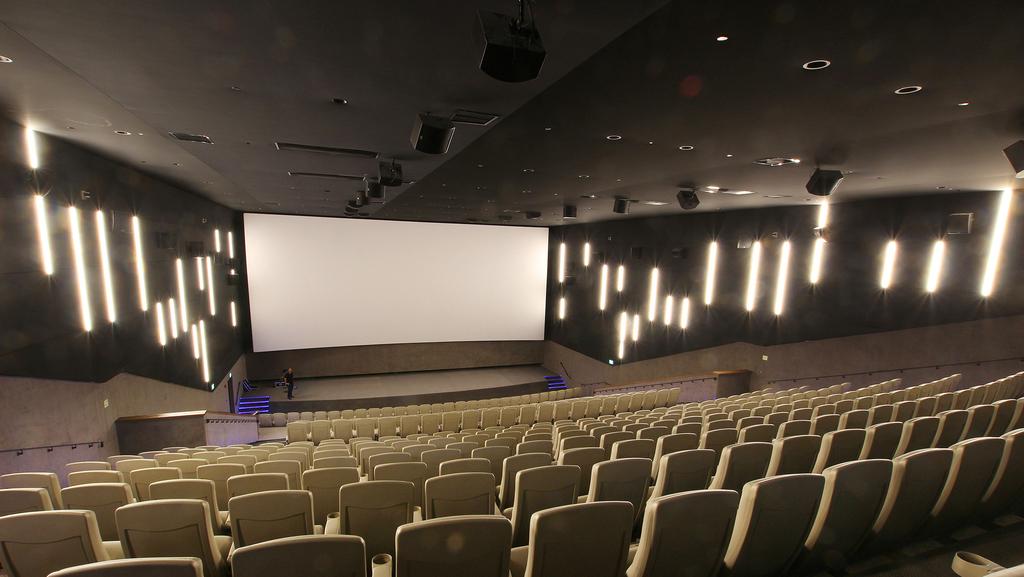"""מנכ""""ל הוט סינמה: """"רק בקולנוע מזכירים לציבור שיש קורונה"""""""
