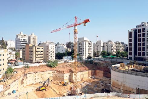אתר בנייה בגבעתיים, צילום: אוראל כהן