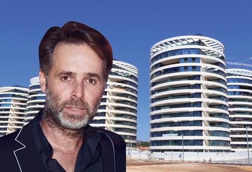 ברק רוזן על רקע פרויקט בלו בצפון תל אביב, צילום: צביקה טישלר, אוראל כהן