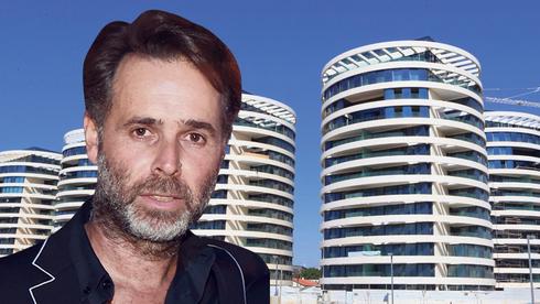 ברק רוזן; ברקע - פרויקט בלו. 300 דירות בשישה בניינים , צילום: צביקה טישלר, אוראל כהן