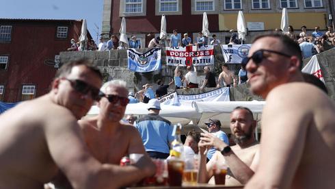 תיירים מבריטניה בפורטו לקראת גמר ליגת האלופות, צילום: רויטרס