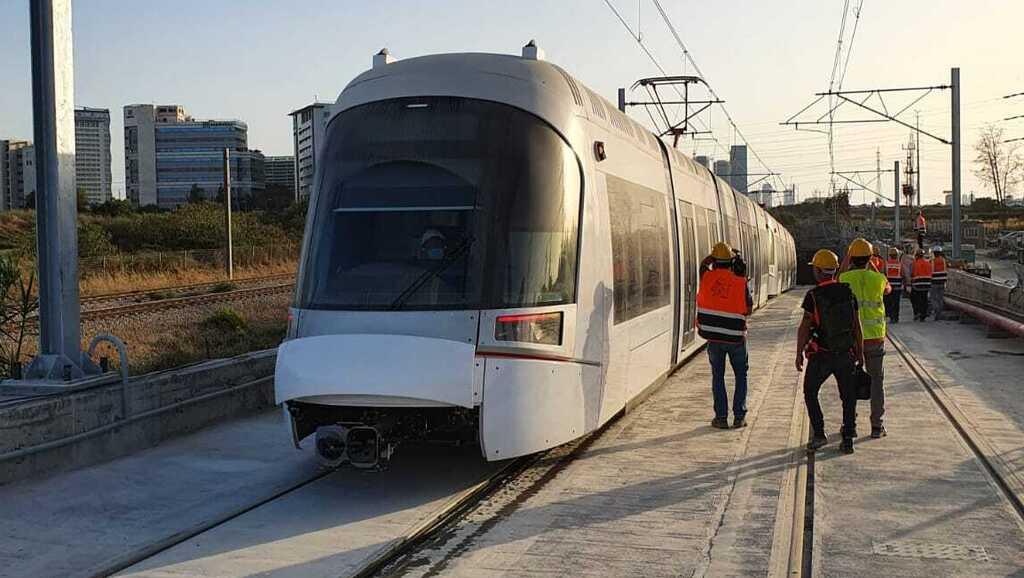 צפו: נסיעת המבחן הראשונה של הרכבת הקלה בגוש דן