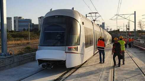 """""""הסבירו את המחיר או שתיפסלו ממכרז המיליארדים של הרכבת הקלה"""""""