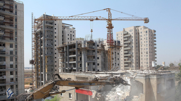 בנייה ביהוד-מונסון, אוראל כהן