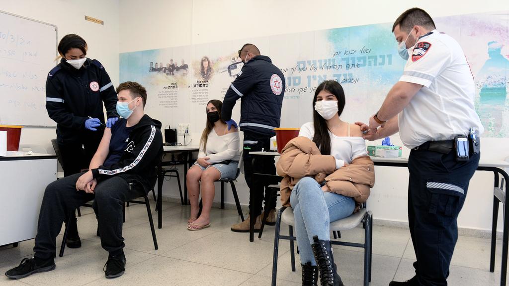 פרמדיקים של מדא מחסנים בני נוער, צילום: קובי קואנקס
