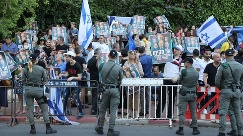 מפגינים נגד ממשלת השינוי, צילום: מוטי קמחי