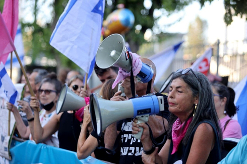 מפגינים בעד ממשלת השינוי, צילום: מוטי קמחי
