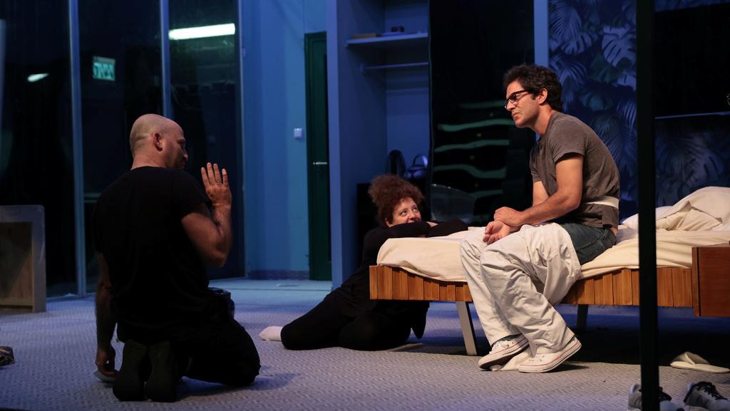 """המחזה """"אהבה ומגפה"""" בקאמרי: """"ניסינו לקעקע את התקופה ולהבין אותה"""""""