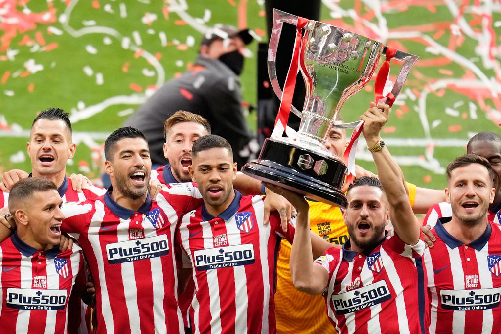 שחקני אתלטיקו מדריד חוגגים ניצחון