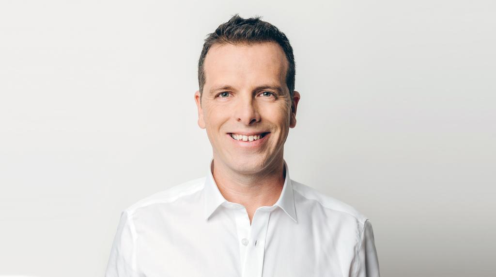 """ניר זץ סמנכ""""ל השיווק של חברת הפינטק הישראלית Plus500"""