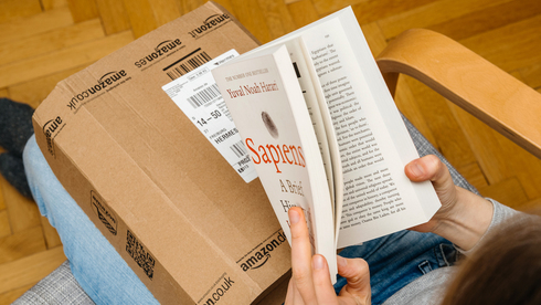 הונאה בארצות הברית: שאלו 14 אלף ספרים מאמזון, ומכרו אותם