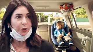 מירי רגב שרת התחבורה על רקע כיסא בטיחות